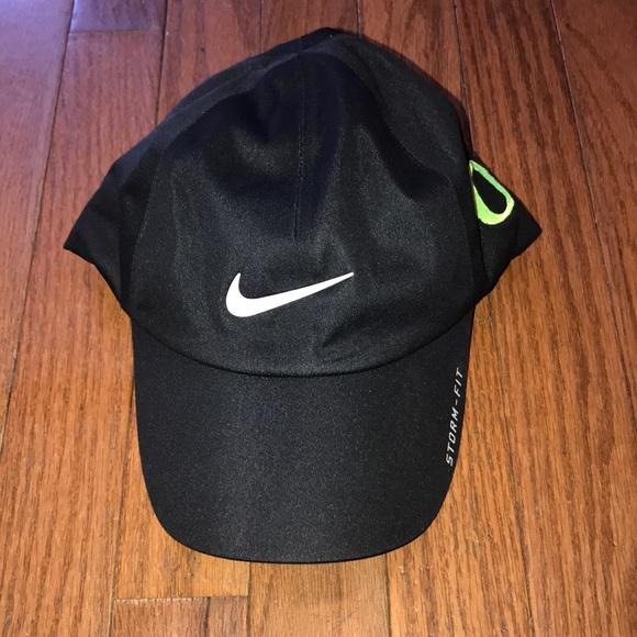 Nike Nike Golf StormFit Oregon Ducks Hat Black OS.  M 5b4e6ed8153795eb890250bc 92b4177f349